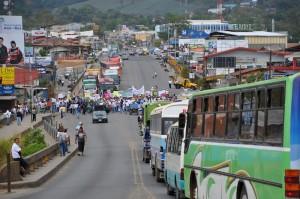 Vecinos de Pérez Zeledón aplicaron tortuguismo y bloqueos en la Interamericana Sur. CRH