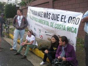 Movimientos en contra de la reapertura de la Mina Bellavista volverán a manifestarse ante las instalaciones de SETENA con el fin de presionar a las autoridades a que no avalen ampliaciones ni la reapertura de la Mina Bellavista.