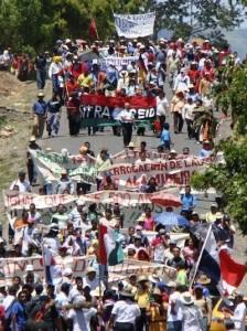 Las protestas de los Ngobe Buglé mantenen bloqueos en la interamericana Sur. CRH