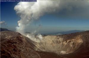 Siga en vivo la actividad y belleza del volcán Turrialba. La foto fue tomada hace unos minutos de la página del Ovsicori.