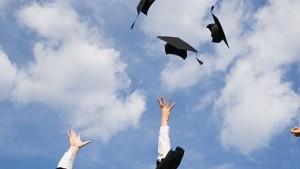 UNA gradúa a 2 133 nuevos profesionales