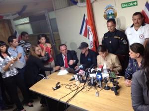 La presidenta Laura Chinchilla anunció que el gobierno movilizará personal de emergencia hacia Puntarenas y Guanacaste.