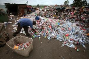 La vicealcaldesa de Managua anunció que su homólogo de París visitará la nueva planta de procesamiento de desechos sólidos en el vertedero La Chureca, que hasta hace tres años fue el basurero más grande de Centroamérica, con 42 hectáreas de extensión. EFE/Archivo