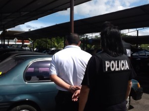 El OIJ detuvo varios sospechosos por fraudes con licencias tras allanamiento en el COSEVI. CRH