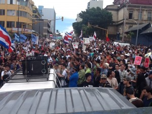 Cerca de 1200 personas participaron en la marcha de hoy.