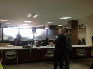 A la izquierda, el abogado de La Nación, Carlos Tiffer. CRH