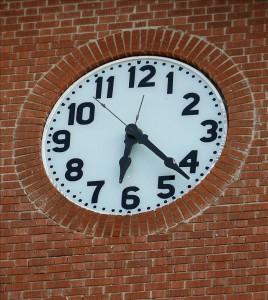 """A partir de este domingo y hasta finales de octubre próximo la isla caribeña mantendrá una diferencia de cuatro horas con el horario internacional (GMT -4), en lugar de las cinco horas que rigen en el """"horario normal"""". EFE/Archivo"""
