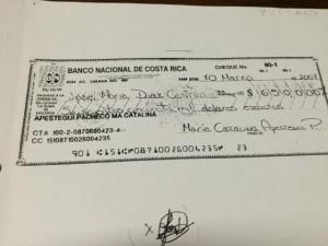 Este cheque de $650 mil es cuestionado por los inversionistas. CRH