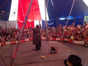 El circo ha enamorado a los niños en Santa Ana. CRH