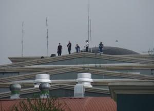 Francotiradores y oficiales cuidaban desde los techos de los edificios. CRH