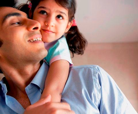 Testículos pequeños, padres más amorosos.