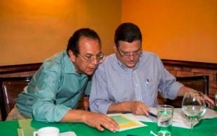 Johnny Araya y Lorenzo Guadamuz, quien sería Ministro de Educación en un eventual gobierno. Tomada de Facebook