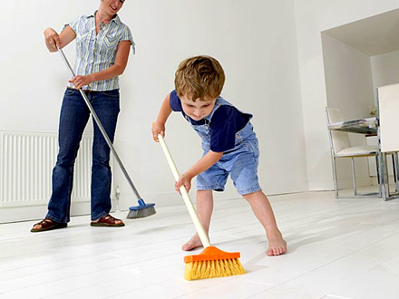 Sus hijos deben ayudar con las tareas de casa desde - Ayuda para construir mi casa ...